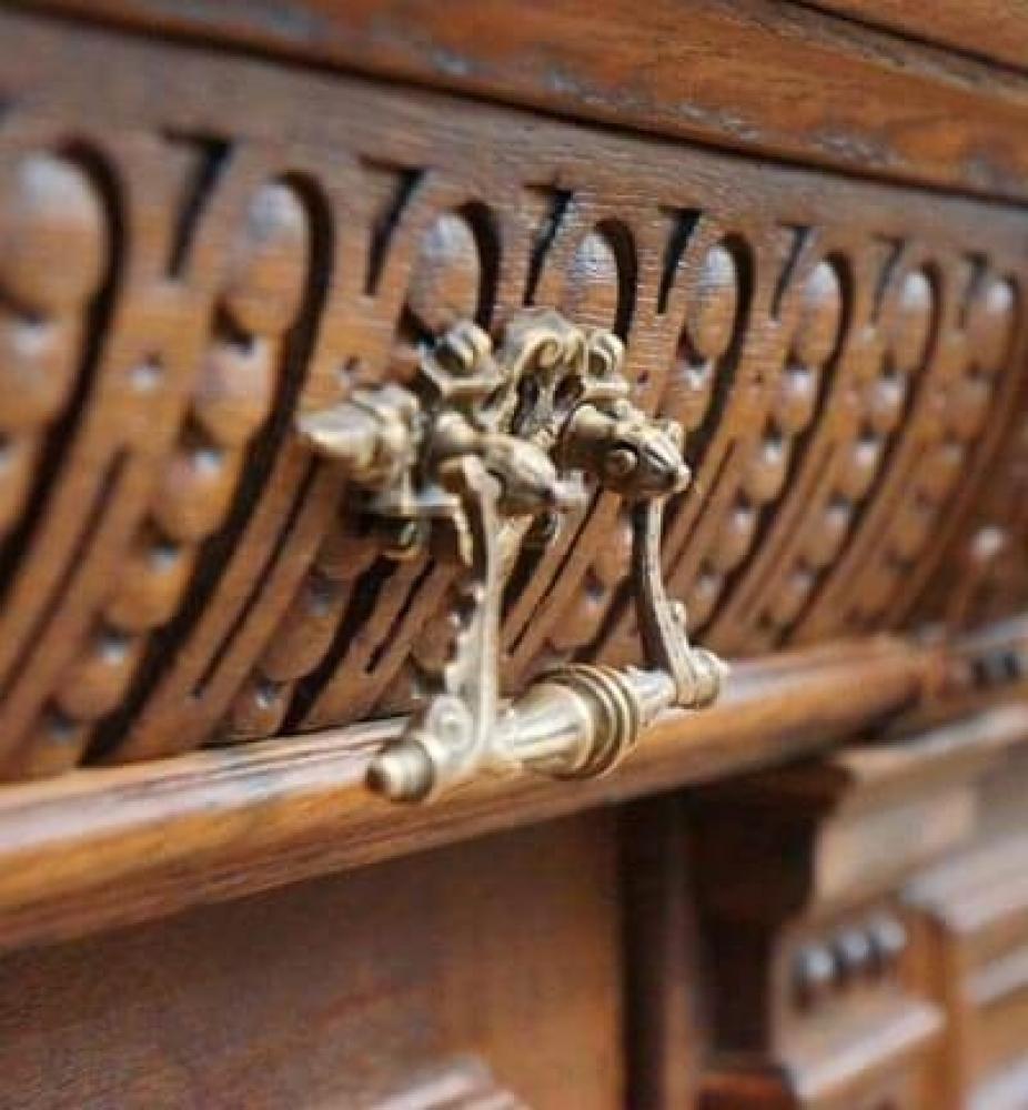 Реставрація антикварних меблів